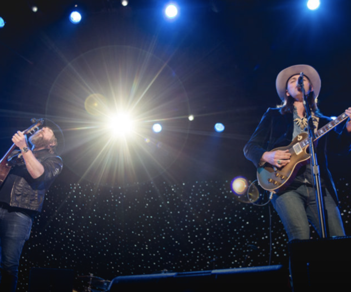 Devon Allman and Duane Betts came together to perform two classic Allman Brothers hits, Blue Sky and Midnight Rider at the Volunteer Jam XX.